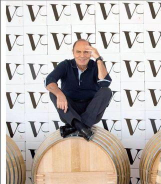Bruno Vespa gestisce in Puglia, a Manduria, la Masseria Li Reni insieme alla famiglia; nelle foto a destra, gli interni della masseria e l'ultimo vino nato: il Donna Augusta