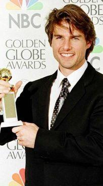 """Tom Cruise nel 1997 con il primo Golden Globe per """"Jerry Maguire"""""""