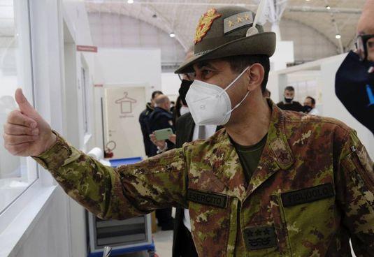 Il commissario per l'emergenza Covid Francesco Paolo Figliuolo (59 anni)