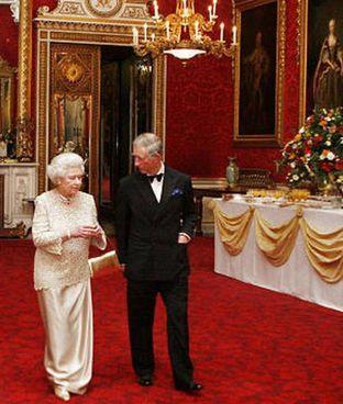 Carlo (73 anni a novembre) con Elisabetta II (95 anni) a Buckingham Palace
