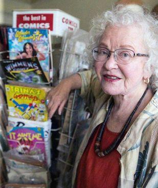 Trina Robbins (82 anni) è stata la prima donna a disegnare fumetti di Wonder Woman