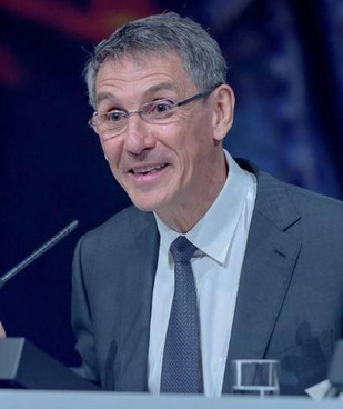 Hubert Sagnières, 66 anni, è stato ceo di Essilor International dal 2012 al 2018