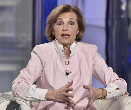 Annarosa Racca è nata a Milano nel 1952. Numero uno di Federfarma dal 2008