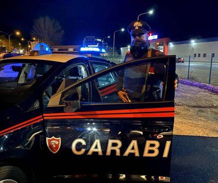 La donna si è rivolta ai carabinieri, è stata trasferita in un centro per donne e minori vittime di violenza