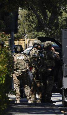 Le forze speciali in azione sul luogo della sparatoria in California