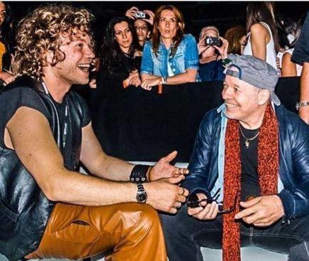 Davide Rossi, 31 anni, con il padre Vasco, 69 anni. Il cantante ha altri due figli, Luca e Lorenzo