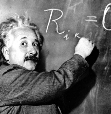 Albert Einstein (1879-1955), Nobel per la fisica nel 1921. A sinistra, la lettera all'asta