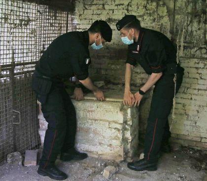 I carabinieri stanno passando al setaccio la casa dove viveva Saman