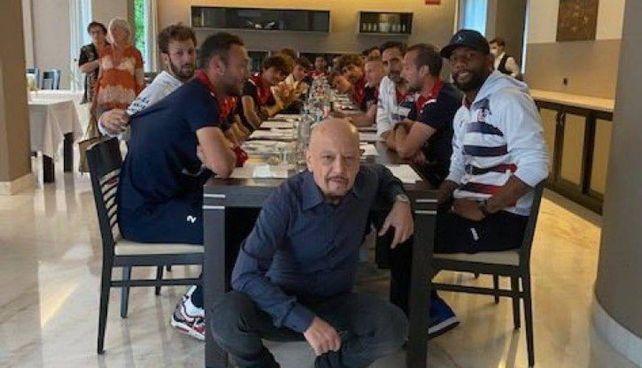 La foto postata su Twitter da Enrico Ruggeri, 63 anni, dopo le polemiche sulla Partita del cuore