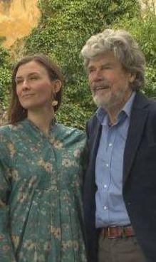 Reinhold Messner, 77 anni, assieme alla moglie Diane, 42 anni