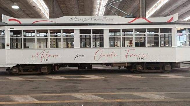 Tram bianco dedicato a Carla Fracci
