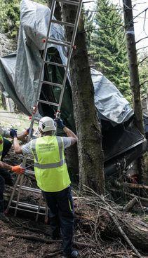 Sopralluogo degli ispettori sul luogo dell'incidente a Stresa