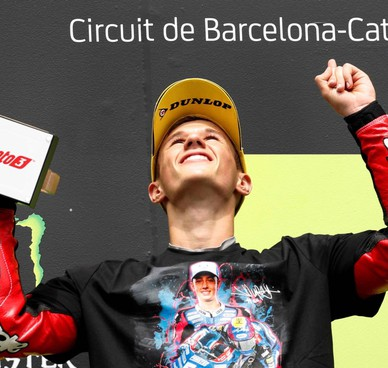 Omaggio a Dupasquier dal podio: Garcia (foto), Alcoba e Onci hanno indossato una maglia con la foto del 19enne morto una settimana fa