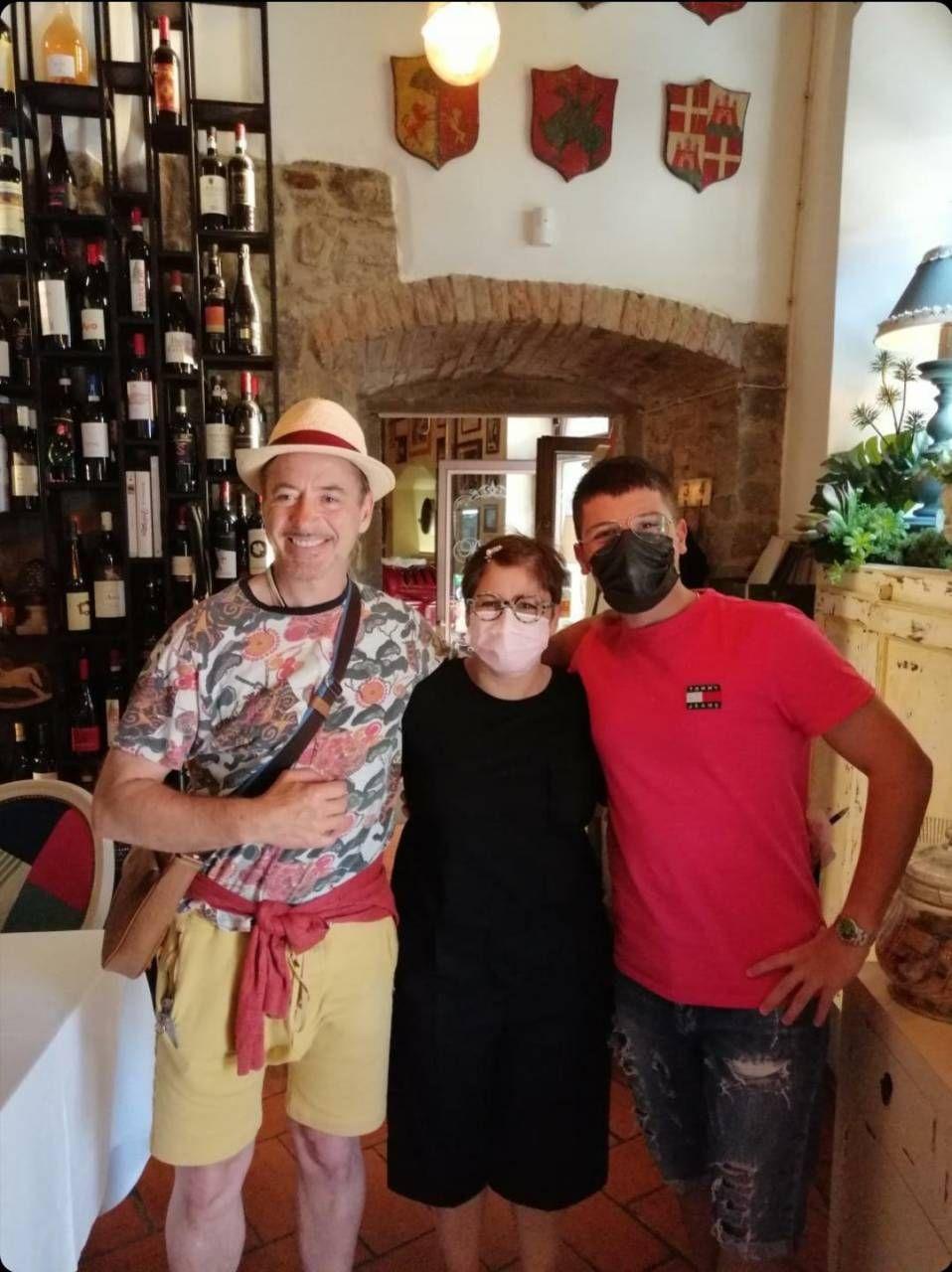 """Forte Cortona, tornerò"""" Downey jr turista in città - Cronaca - lanazione.it"""