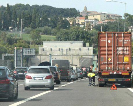 Situazione insostenibile sull'A14 dove anche i soli cantieri creano file chilometriche, quando ci sono incidenti è il caos