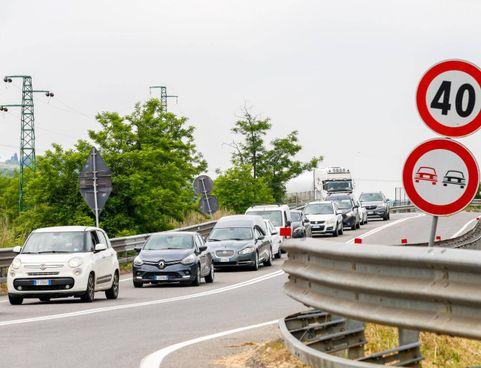 File e guai sulla superstrada Fipili. La «veloce» è al centro della polemica fra incidenti, buche e autovelox