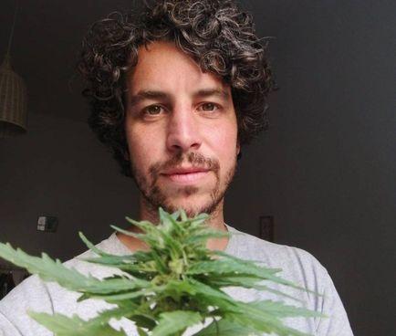 Mattia Santori, 33 anni, leader del movimento delle Sardine, lancia un tour pro cannabis legale da oggi. a domenica
