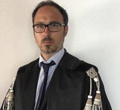 L'avvocato Jacopo Meini che assiste la ragazza che ha denunciato lo stupro. In alto il procuratore Salvatore Vitello
