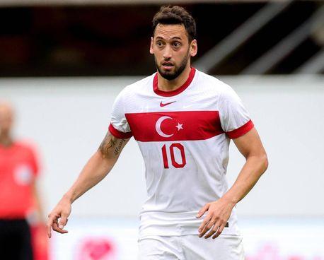 Hakan Calhanoglu, 27 anni, in scadenza al Milan