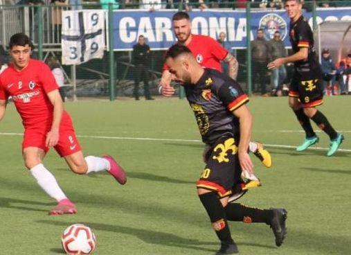 Il difensore Fabio Mastino. Dal Carbonia potrebbe arrivare all'Arezzo