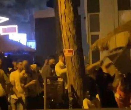 A Milano in piazza 25 Aprile. quattro ragazzi sono stati aggrediti e derubati