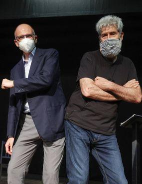 Enrico Letta, 54 anni, ieri a Tor Bella Monaca a Roma insieme all'attore Alessandro Benvenuti, 71 anni, per una iniziativa a sostegno di. Gualtieri