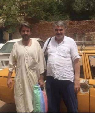 A sinistra l'imprenditore italiano Marco Zennaro, 46 anni, insieme al padre dopo la scarcerazione