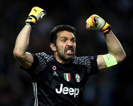Gigi Buffon, 43 anni, sta per firmare un biennale al Parma in serie B