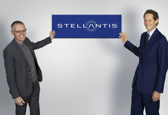 Carlos Tavares, 62 anni, e John Elkann, 45 anni, ceo e presidente di Stellantis