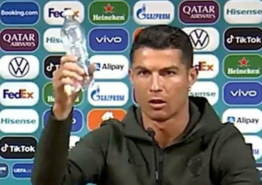 Cristiano Ronaldo contro Coca Cola