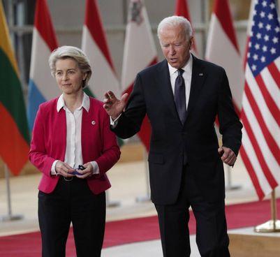 Ursula von der Leyen, 62 anni, presidente della Commissione Ue, con il presidente Usa Joe Biden
