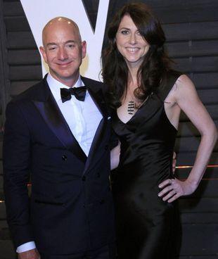 Una foto di MacKenzie Scott, 51 anni, e l'ex marito Jeff Bezos, 57 anni, prima che si separassero