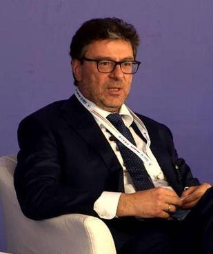 Il ministro dello Sviluppo Economico, Giancarlo Giorgetti, 54 anni, della Lega