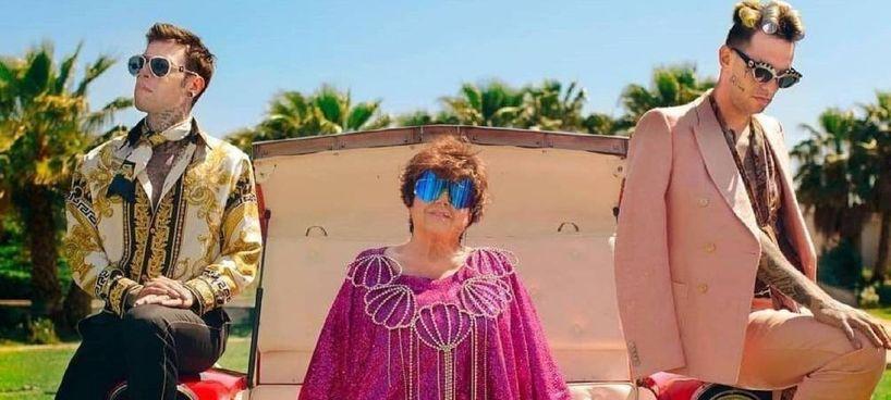 """Orietta Berti. (78 anni), con Fedez (31 anni). e Achille Lauro (30 anni) nel videoclip del brano """"Mille"""" in cima alle classifiche"""