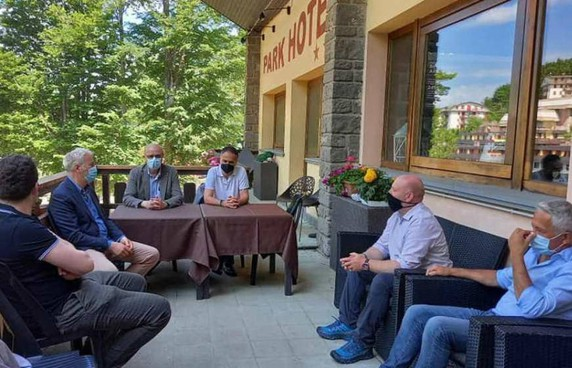 L'assessore regionale Andrea Corsini con politici e operatori turistici