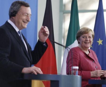 L'incontro tra il premier Mario Draghi, 73 anni, e Angela Merkel, 66 anni, a Berlino