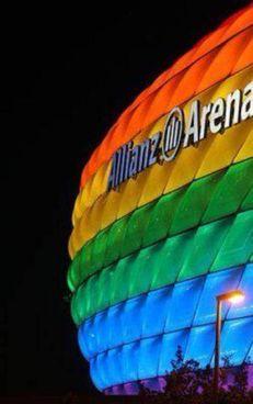 L'Allianz Arena colorato di arcobaleno