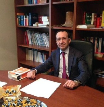 L'avvocato Giovanni Ligato, del foro di Prato, assiste l'uomo