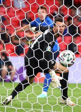 Il gol dell'1-0 di Federico Chiesa, 23 anni: una prodezza per sbloccare il match