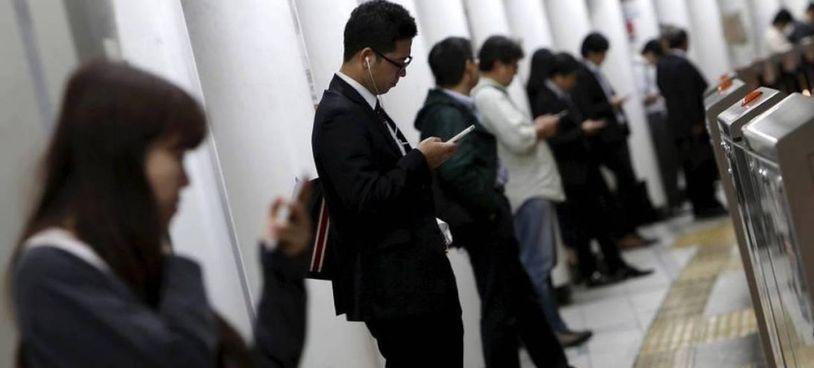Il Giappone. dopo i casi di morti per il «troppo lavoro» apre a. una settimana lavorativa di 4 giorni. Il piano allo studio del governo