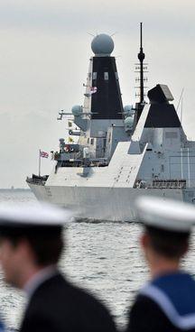 La Russia ha sparato colpi. in Crimea contro la nave inglese Defender