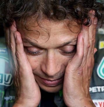 Valentino Rossi, 42 anni. In alto a destra Fabio Quartararo, 22, in trionfo