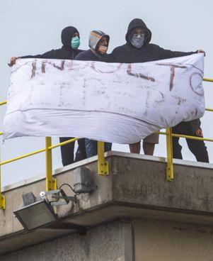 Tra marzo e aprile dello scorso anno scoppiarono rivolte in diversi carceri con detenuti che salirono sui tetti
