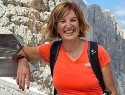 Laura Ziliani, sorridente, durante un'escursione in montagna: aveva 55 anni