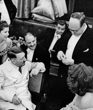 Helmut Schreiber (1903-1963) si eibisce come illusionista sotto gli occhi di Hitler