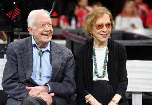 L'ex presidente americano Jimmy Carter, 96 anni, con la moglie Rosalynn, 93