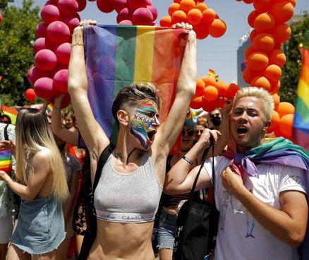 Uno dei pride che ha colorato le strade delle città italiane ed europee in questi giorni