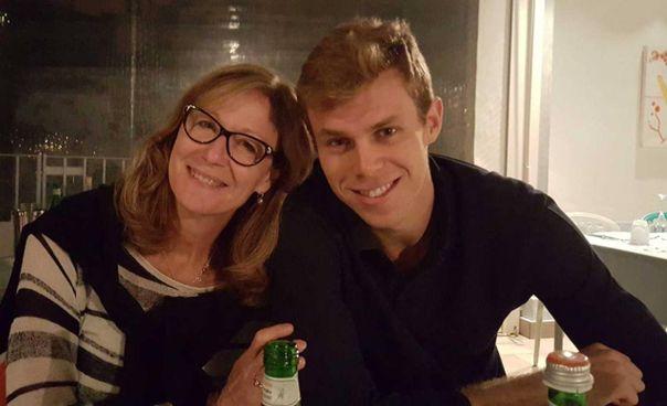 Nicolò Melli, 30 anni, con la madre Julie Vollertsen, nazionale di pallavolo degli Stati Uniti dal 1977 al 1984, anno in cui colse l'argento olimpico a Los Angeles