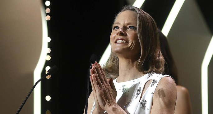 A Jodie Foster, 58 anni e due premi Oscar, ieri in apertura del 74° Festival di Cannes è stata consegnata la Palma d'Oro d'onore