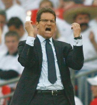 Un Fabio Capello in versione ct dell'Inghilterra: ha guidato la Nazionale britannica dal 2008 al 2012: attualmente è a Londra come opinionista di Sky